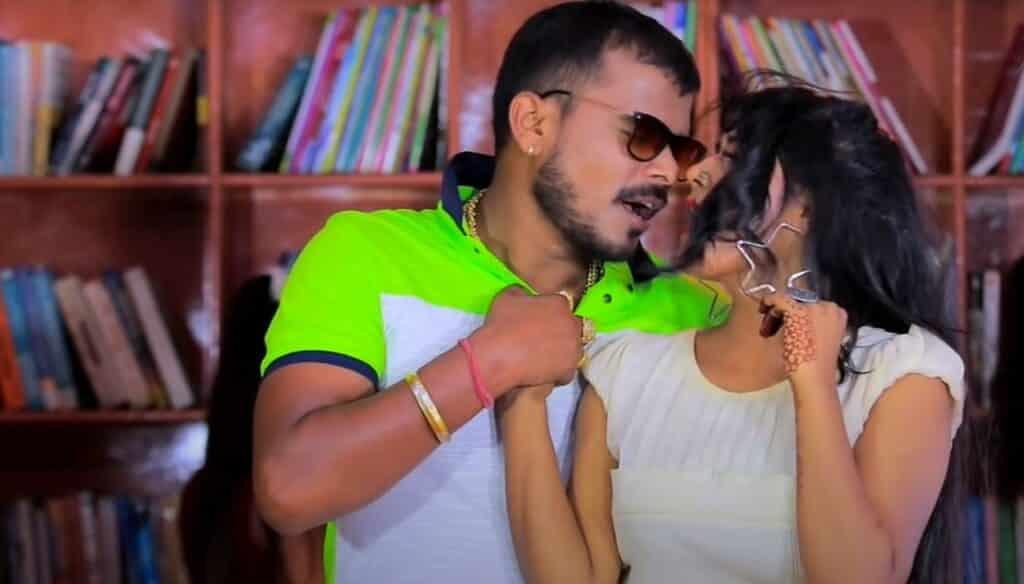 Padhatani Nauva Mein Lyrics In Hindi