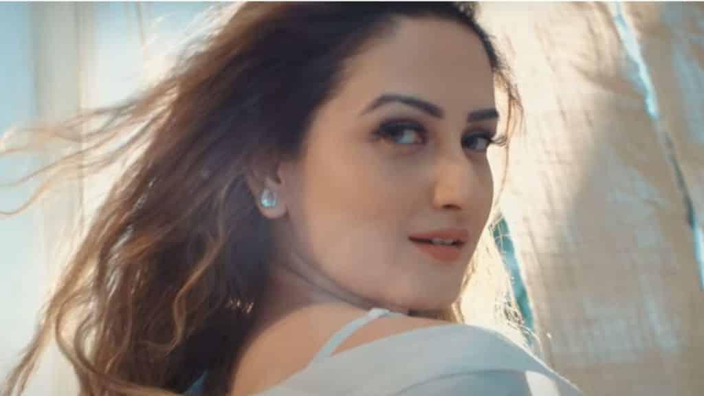 Is Tarah Aashiqui Ka Lyrics - Dev Negi